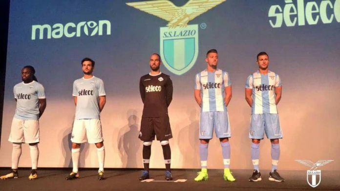 Lazio, presentate le nuove maglie. Lotito carico: