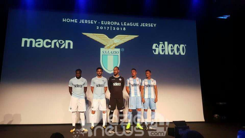 Lazio, nuova maglia 2017-2018: tornano le strisce verticali